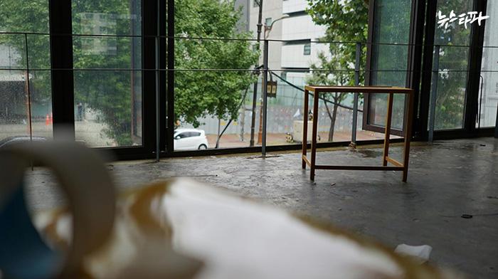 ▲ 8월 31일 아침 테이크아웃드로잉 2층의 창가