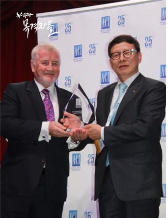 ▲ 2016년 4월 19일 김포국제공항은 세계공항서비스평가 시상식 중규모 부문에서 6년 연속 1위를 수상했다.
