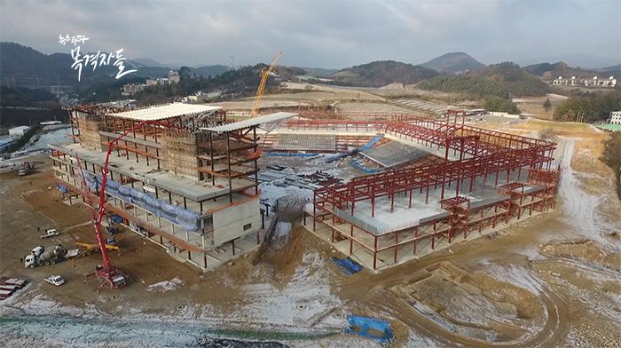 ▲ 한창 건설중인 평창 동계올림픽의 개폐막식장.