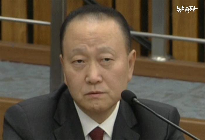 청문회에서 답변 중인 윤석근 일성신약 대표이사