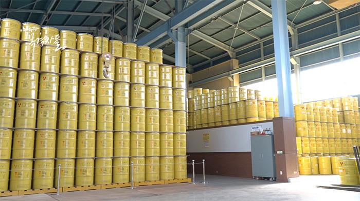 ▲ 2016년 9월 기준 19,704 드럼이 보관되어 있는 중저준위폐기물저장고, 원자력연구원 내 건물 60%가 내진설계가 되어 있지 않다.