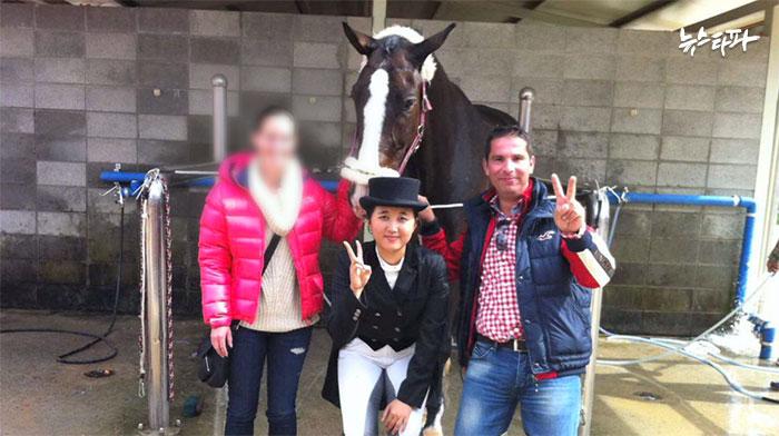 2014년초까지 정유라의 승마코치였던 로베르토 아치 씨. 그는 2013년 10월 최순실 씨의 초청으로 아놀드 빈터 씨와 함께 한국을 방문했다.