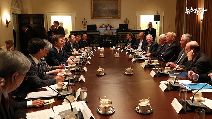 ▲ 지난 6월 30일 오전, 워싱턴 백악관에서 확대 정상회담을 하고 있는 문재인 대통령과 도널드 트럼프 미국 대통령