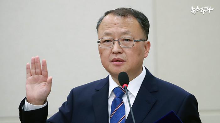 인사청문회에 참석한 한승희 국세청장