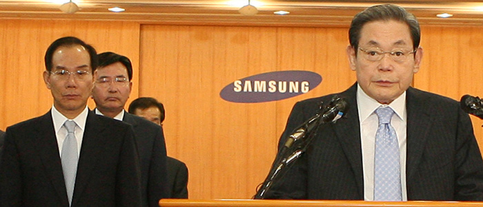 ▲ 대국민사과문을 발표하고 있는 이건희 당시 삼성 회장