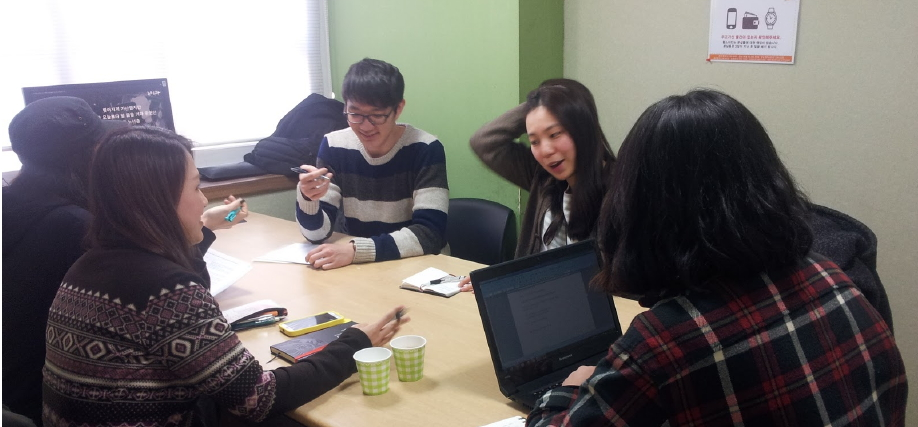 지난 21일 종로의 한 스터디카페에서 대학생들을 만났다. ©정재영